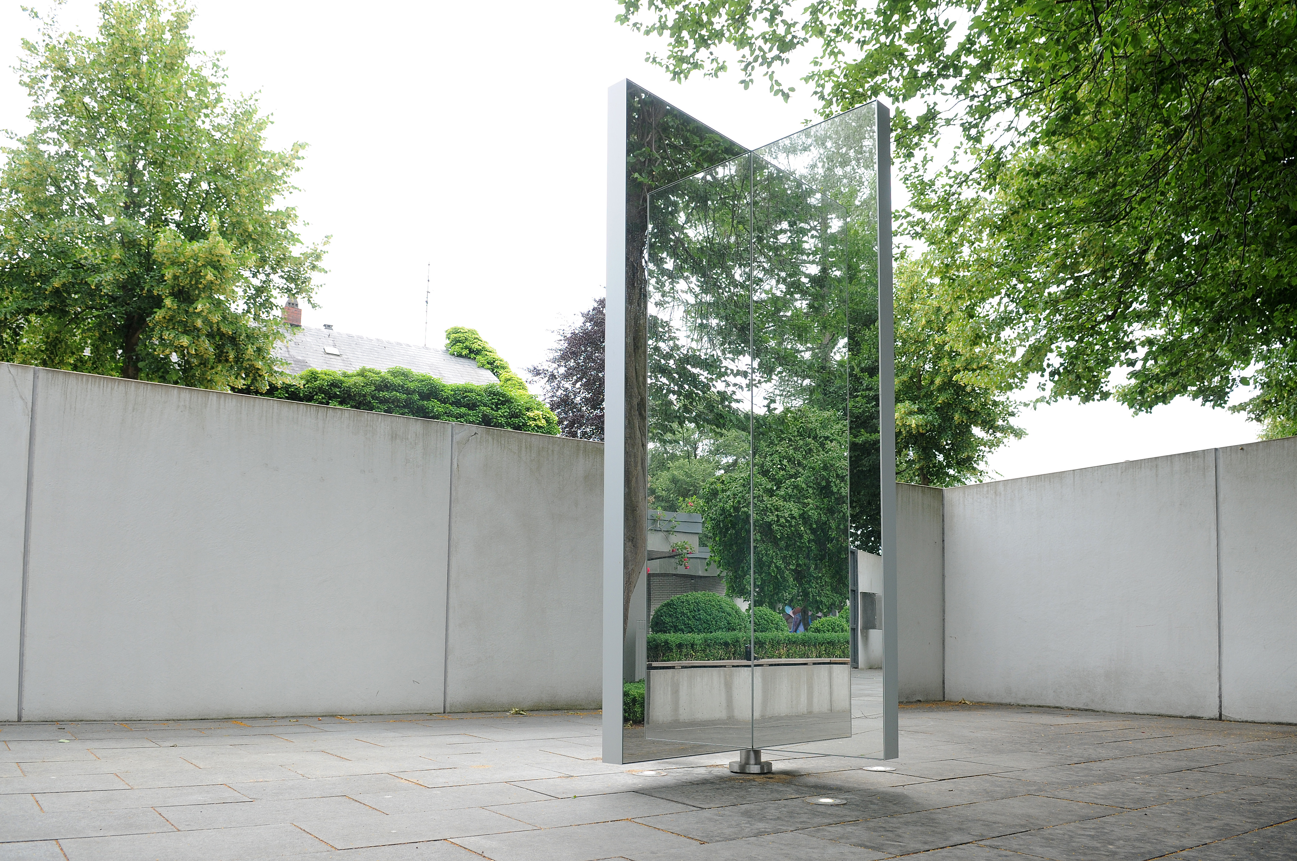 rotating_mirror_rotating, Neumünster, 2018 / © Archive Mischa Kuball, Düsseldorf / Photo: Jens Sauerbrey